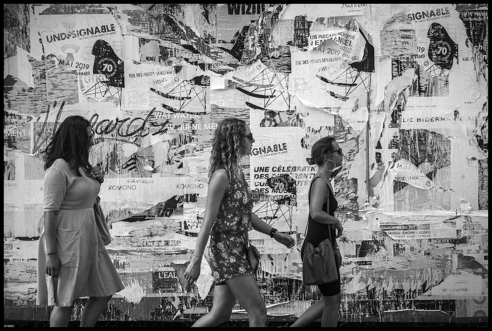 Paper wall - Street Photography | Stefano Paradiso - Photographer